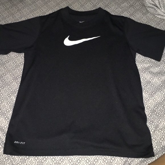 black nike shirt boys